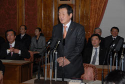 Yukihisa Fujita addresses the Diet and Prime Minister Yasuo Fukuda on his doubts about the official story